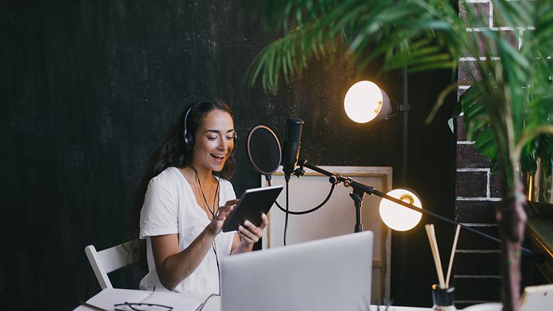 Bloger, vloger, podcaster – którą formę komunikacji wybrać wbudowaniu marki?